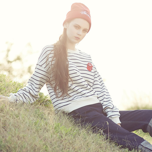 [THE ROLLING STONES] VINTAGE TONGUE STRIPE CROP CREWNECK (IVORY)